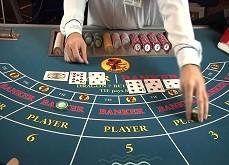 Un croupier de baccarat fait perdre 1$ million au casino en aidant les joueurs à gagner