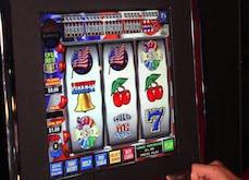 La machine à sous lui affiche un gain de 8,5$ millions mais il s'agit d'un bug