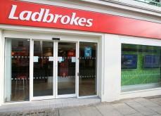 Il braque un point de vente Ladbrokes armé d'un marteau