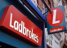 Le bookmaker Ladbrokes Coral condamné à 2.5£ millions d'amende