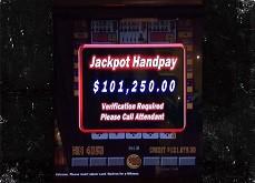 Floyd Mayweather se montre en gagnant une quinte flush Royale à 101,250$ à Las Vegas
