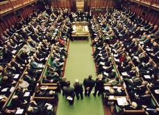 Les politiques britanniques préfèrent jouer aux jeux d'argent en ligne au Parlement