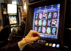 Des avocats australiens attaquent les machines de jeux pour leur côté addictif et trompeur