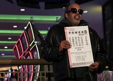 Il a remporté le jackpot Powerball mais continue de jouer ses numéros fétiches