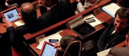 Les députés Français plus intéressés par leurs tablettes que les débats