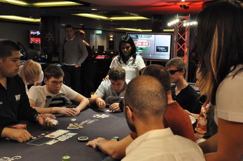 Jouer au casino tôt le matin est plus risqué