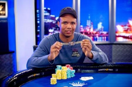 Phil Ivey avance dans l'histoire du poker: 9ème bracelet WSOP